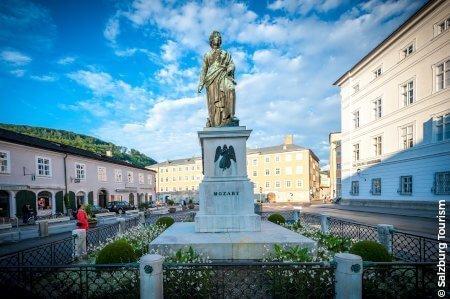 Mozartplatz Statue, Salzburg, Austria
